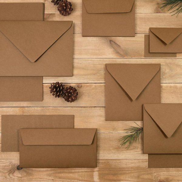Photo ambiance cartes de correspondance et enveloppes kraft